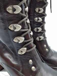 vicrtorian-boot-detail