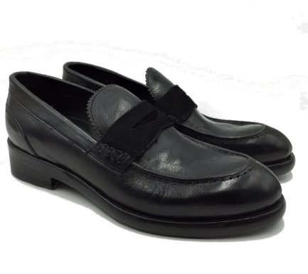 womens black mocassins
