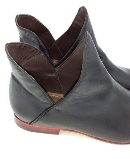 black_leather_boots_closeup